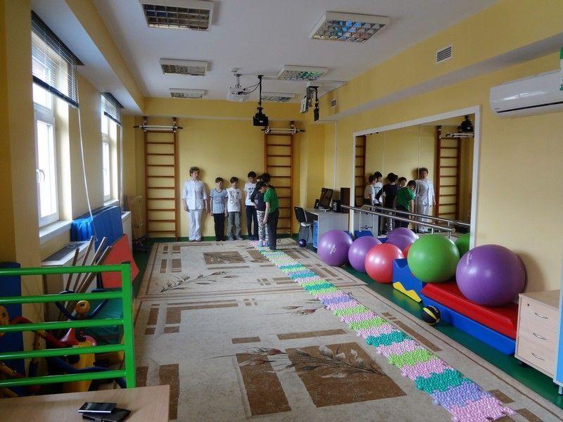 Занятия ЛФК в детской поликлинике